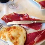 Mozzarella di Sant'Eufemia con prosciutto