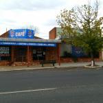 Peepin's Pizza & Cinema Cafe