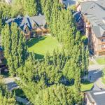 Vista aérea del Hotel. Parques y arboles que le dando el sentido a su nombre.