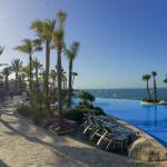 Pool und Bucht von Alcadia