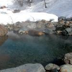 冬の川原の手掘り温泉