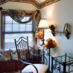 Treetop Guestroom