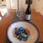 Beautiful bottle of wine and a bowl of Easter eggs on our arrival, gorgeous!