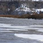 лед пошел, взгляд на другой берег, где монастырь