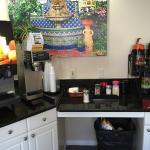 Le petit déjeuner (hôtels.com) En fait, jus de fruits et café seulement.