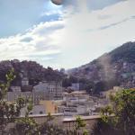 Montagem da vista da cobertura (favela do Cantagalo)