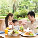 Kids dining free with parents