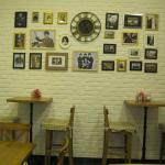 В кафе есть такая красивая стена.
