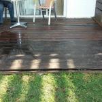 Deck del fondo en mal estado, habían maderas sueltas con clavos salidos