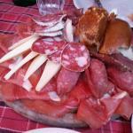 Un'opera d'arte di formaggi, salumi e porchetta!