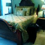 HIGH HIGH Bed in Mountain View Room