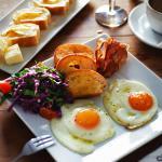Breakfast: Fried eggs 4€