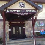 Riverton Hotel & Restaurant