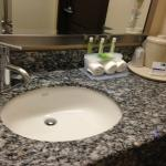 Nice bathrooms with shower/tub
