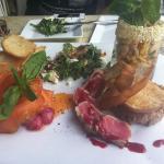 Sélection spéciale: salade de calmars grillés, tataki de thon rouge, saumon fumé et tartare de b