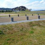 柳之御所史跡公園から高館を望む