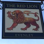 The Red Lion, Evenley