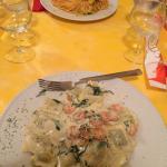 Spaghetti scampi e zucchine, ravioli gamberi e gorgonzola. Ottimi