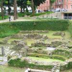 Ruinas romanas no jardim do Hotel