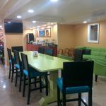 Breakfast area - trendy decor