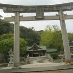 日本一の大鳥居です。奥は本殿への入り口です。