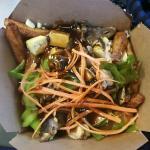 La poutine végé avec tofu et filet de sauce hoisin, j'ai bien aimé!
