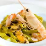 Green pasta with prawns