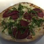 pizza du moment ( creme, lardons, Bresaola et roquette)