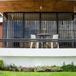 Balcony/Front Yard - Balcón/Jardín