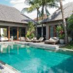 Eshara Villas - swimming pool and garden