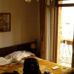 vue de la chambre, lit + blacon