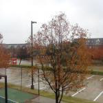Vista da janela do quarto, que dava para parte do estacionamento