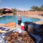 petit repas chez brahim au bord de la piscine avec achraf