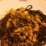 Gnocchi sauce pesto tout fait maison. Et spaghetti à l'encre de seiche et calamar