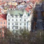 Вид на отель со стен Вышеграда.