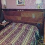 La prima camera che ci hanno dato: notare la parete a 35cm dal bordo letto