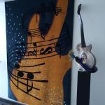 Kjell Engmans designade konstverk är en dröm att se.  Här både gitarr i glas samt mattan på vägg