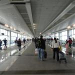 落馬州の駅を出て国境審査後長い渡り廊下で中国へ