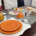 Café da Manhã - Detalhe das louças, troca de cores e formatos. Um charme a parte! Encantador.