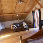 Kootenay room, sleeps four, private deck, TV/DVD, private ensuite bathroom