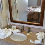 Small sink /vanity area