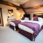 Oak Suite - twin bedroom