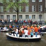 Sloepdelen bootje tijdens Koningsdag