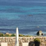 Vu de la terrasse sur la piscine et la plage