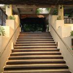 階段を上って中二階「居酒屋おかめ」