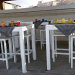 Colazione in terrazza sul porto