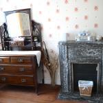 Bureau & Fireplace