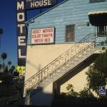 Harvard House Motel