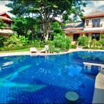 Temple Gardens - Communal Pool