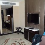 Pacific Regency Hotel Suites Photo